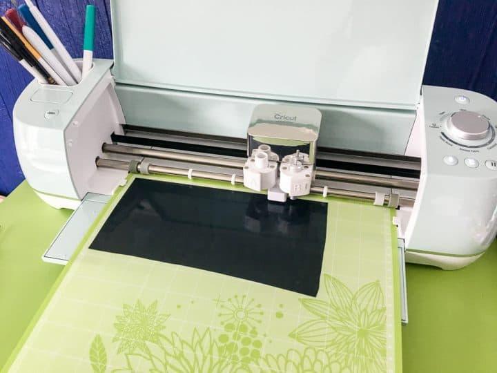 how to cut vinyl with Cricut