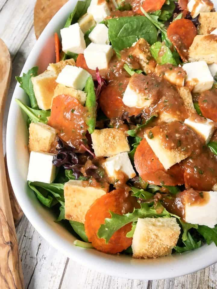 How to make pizza salad with homemade dressing