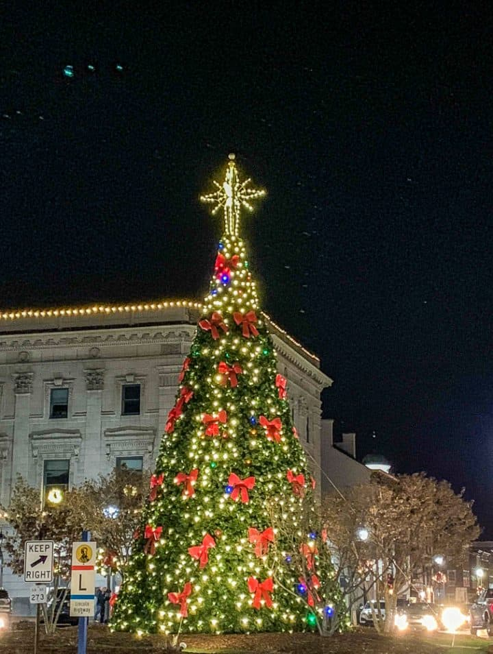 Christmas tree in Gettysburg square