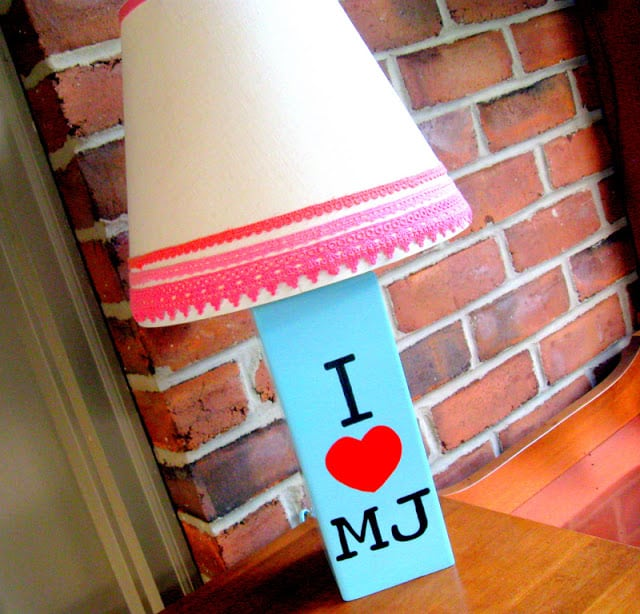 A DIY Michael Jackson lamp that says I heart MJ